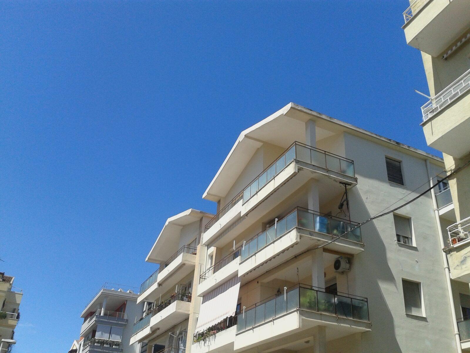 Via Torres elegantemente rinnovato ultimo piano con grande terrazza coperta.